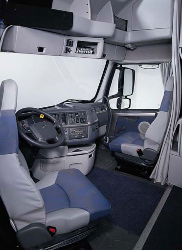 Transportes terrestres de galicia transtega for Volvo semi truck interior accessories